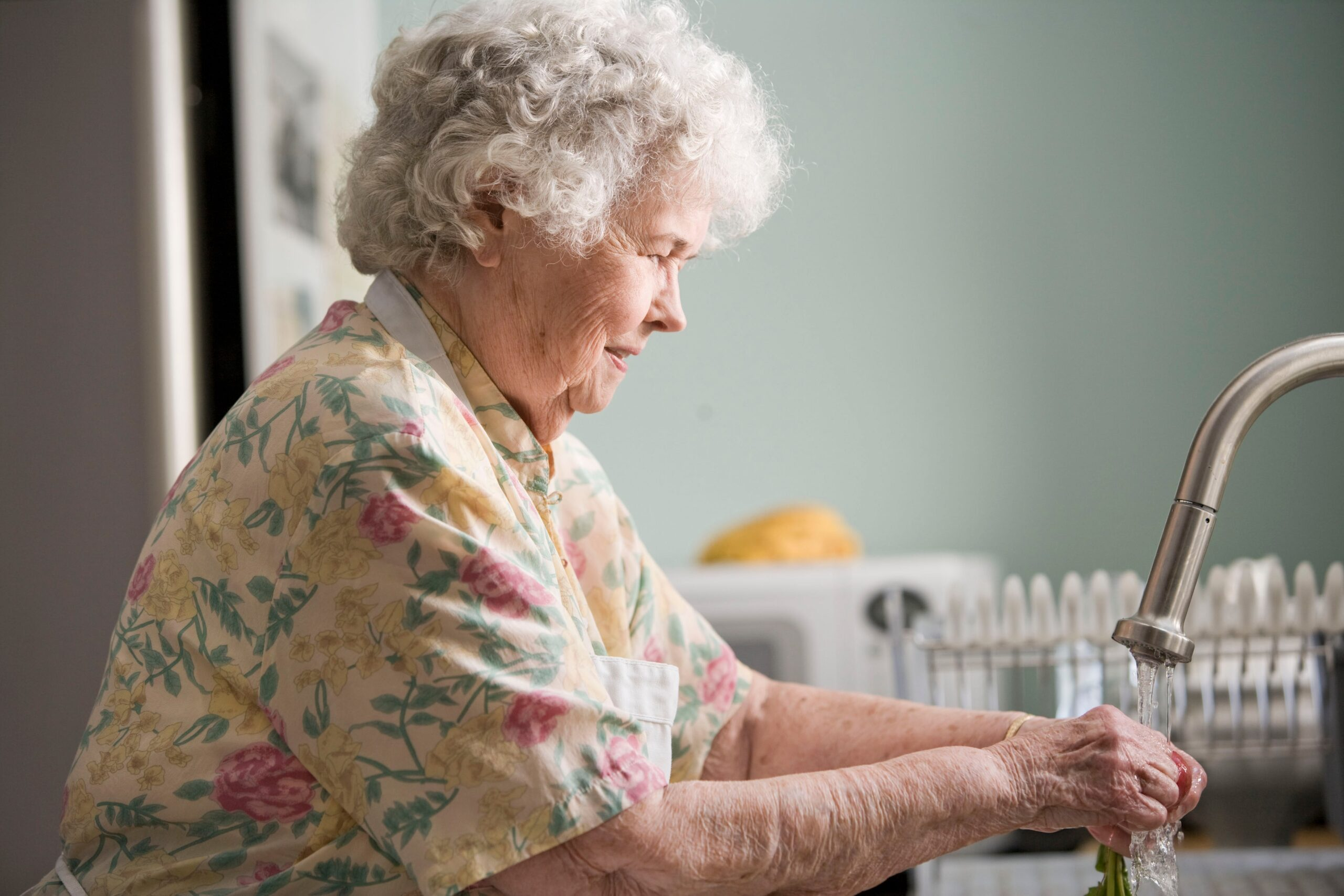 7 Ways to Take Care of Someone with Dementia